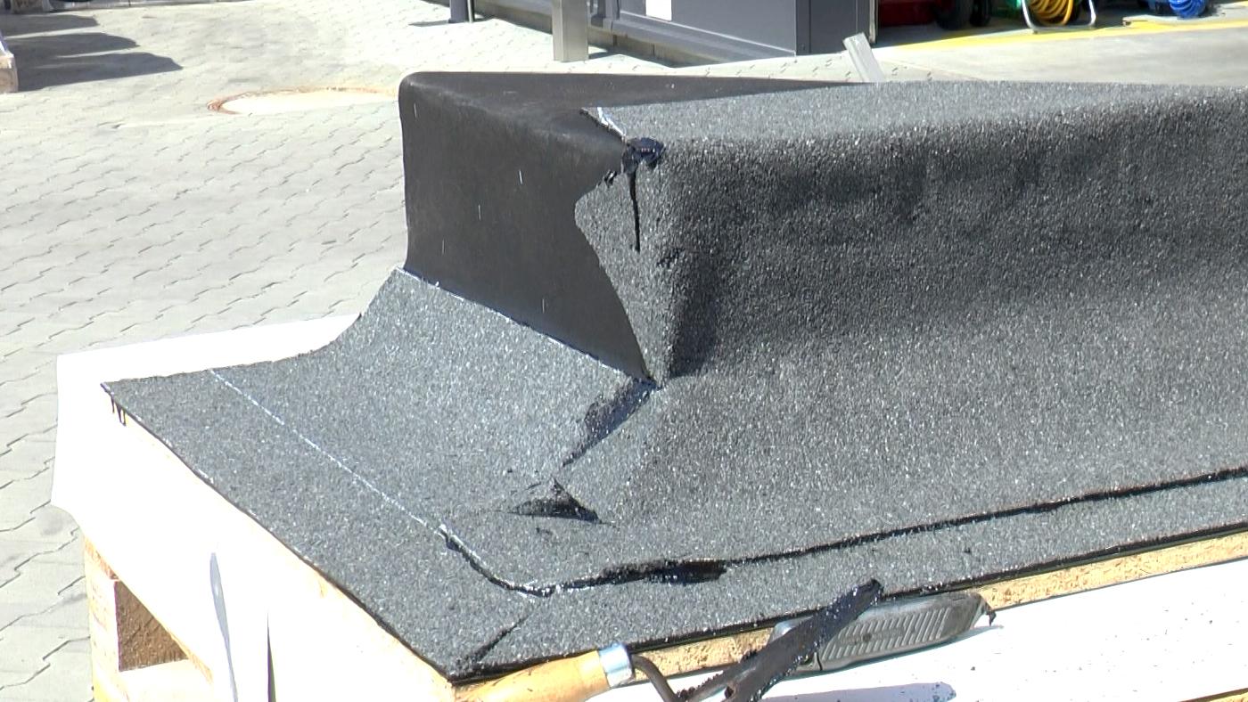 Pohled na natavený přířez asfaltového pásu