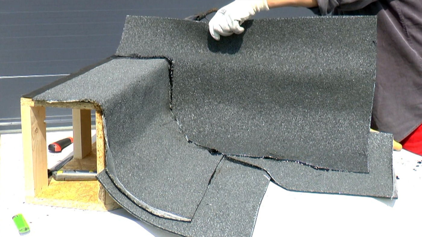 Pokládání přířezů asfaltových pásů ve vnitřním rohu