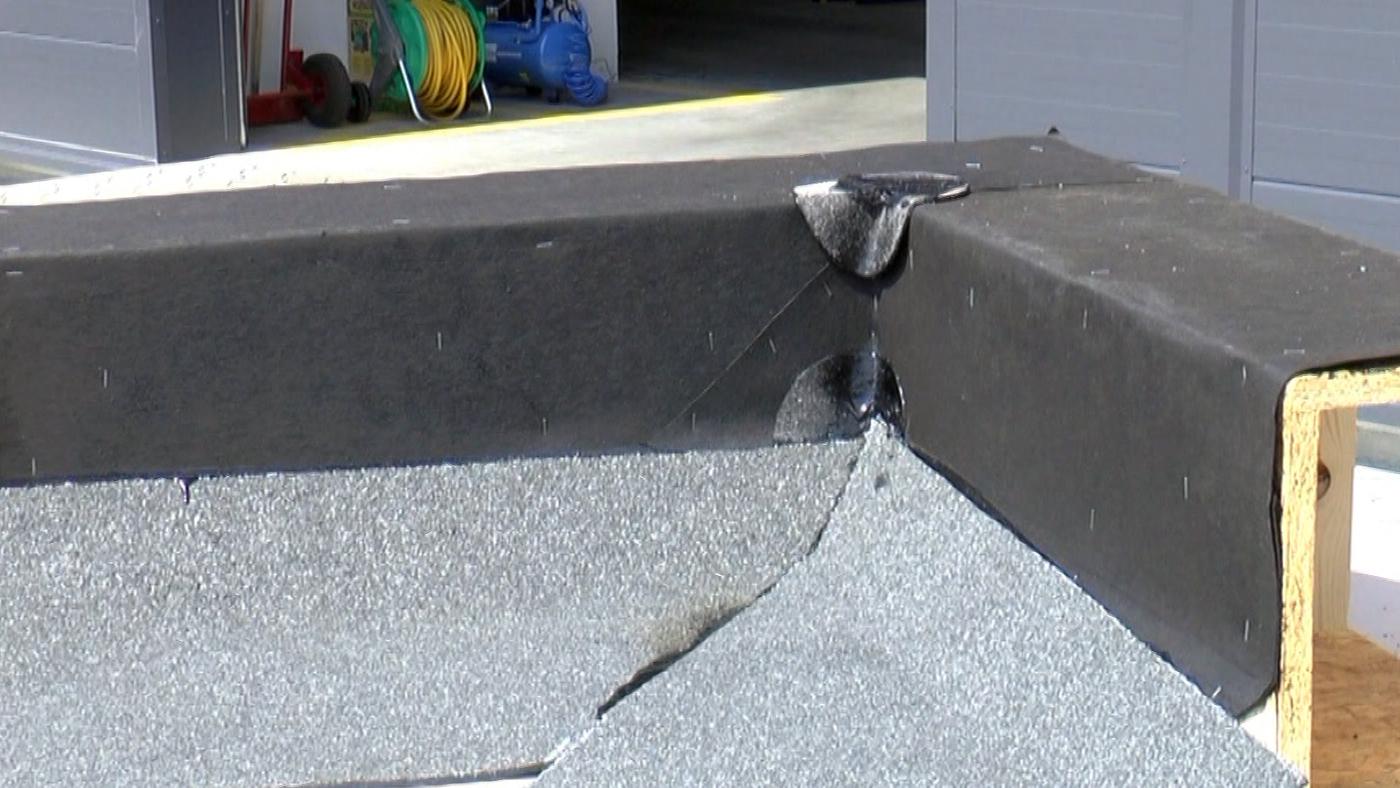 Pokládání asfaltových pásů v ploše